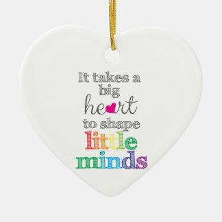 Es nimmt ein GROSSES HERZ, um kleinen Keramik Herz-Ornament