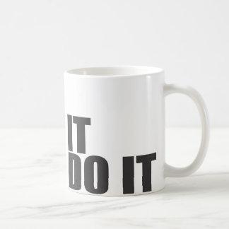 ES zerteilt MIT SATZ Kaffeetasse