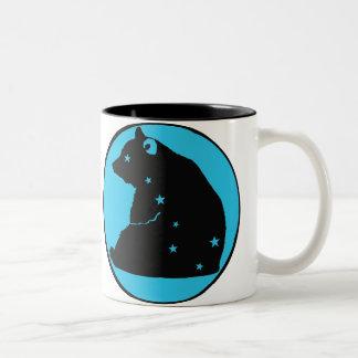 es zerteilt wagt den blauen Major Zweifarbige Tasse