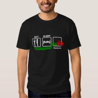 Essen Sie Schlaf-Traktor T-shirts