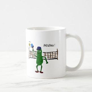 Essiggurke, die Pickleball Primitiv-Kunst spielt Kaffeetasse