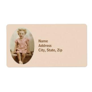 Étiquette Petite fille vintage dans l'étiquette d'expédition