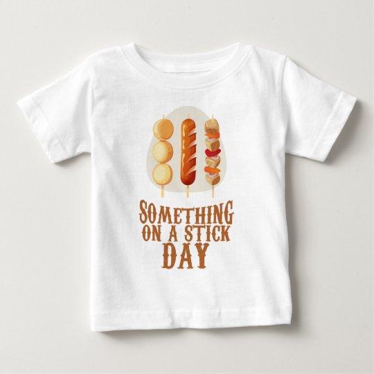 Etwas an einem Stock-Tag Baby T-shirt
