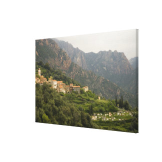 Europa, Frankreich, Korsika, Ota.  Stadt von Ota Galerie Faltleinwand
