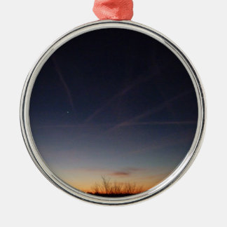 Evening Sky Rundes Silberfarbenes Ornament