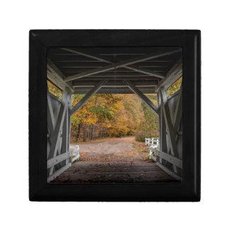 Everatt Straßen-überdachte Brücke Kleine Quadratische Schatulle