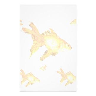 extravagante Goldgoldfishschwimmen im Aquarium Briefpapier