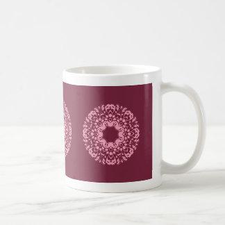 Extravagantes rosa viktorianisches Motiv auf Kaffeetasse