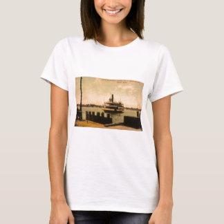 Fähre für Windsor, Kanada von Detroit, Michigan T-Shirt