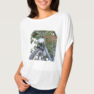 Fahrrad bedeckt mit Clematis-Blumen Kreis-Spitze T-Shirt
