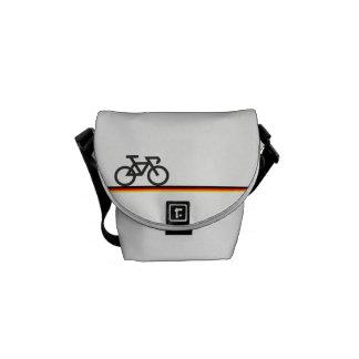 Fahrrad mit Deutsch-inspirierten Flaggenlinien Kuriertasche