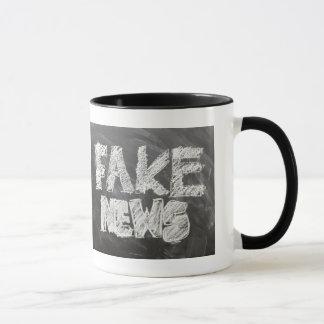 Fake-Nachrichten Tasse