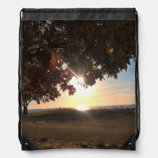 Fall-Sonnenuntergang in dem See Turnbeutel