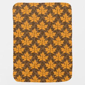 Fallahorn-Blätter in den orange u. braunen Puckdecke