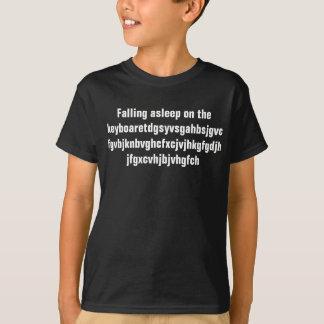 Fallen schlafend auf der Tastatur T-Shirt
