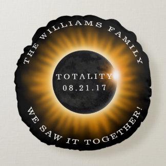 Familien-Gesamtheits-Solareklipse personalisiert Rundes Kissen
