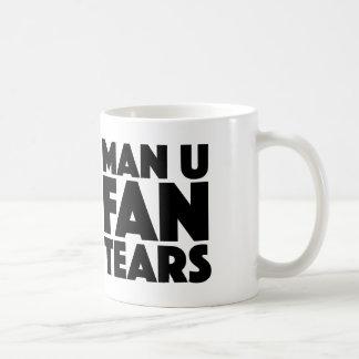 Fan des Mann-U zerreißt Tasse für Liverpool- u.