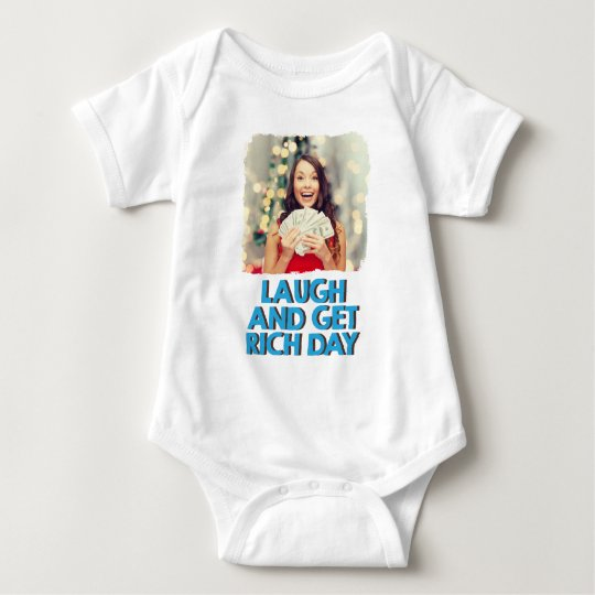 Februar achter - lachen Sie und erhalten Sie Babybody