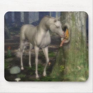 Fée et unicorn. tapis de souris