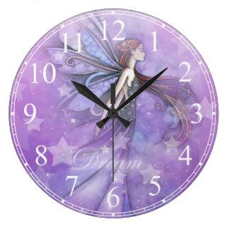 Fée rêveuse dans les étoiles grande horloge ronde