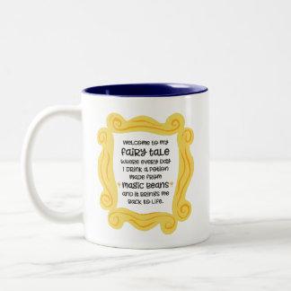 Feenhafte Geschichte des lustigen magischen Zweifarbige Tasse