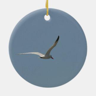 Feenhafte Seeschwalbe im Flug/Antlered Hirsch im Keramik Ornament