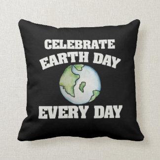 Feiern Sie Tag der Erde jeden Tag Kissen