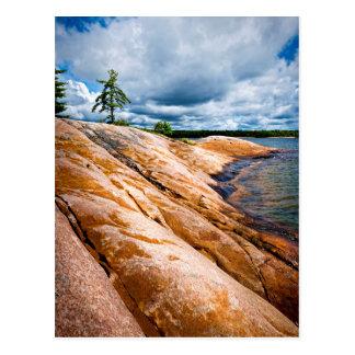 Felsiges Ufer der georgischen Bucht Postkarte