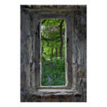 Fenêtre en pierre de conte de fées avec la vue des poster