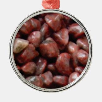 fertige rote Steine Silbernes Ornament