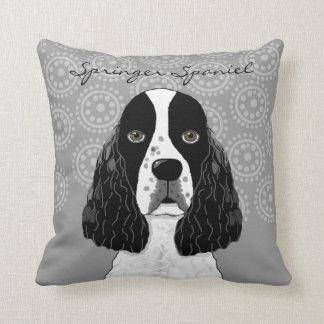 Fertigen Sie englischer Springerspaniel-Hund auf Kissen