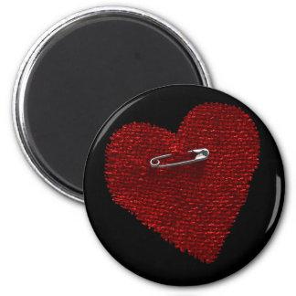 Festgesteckt auf Herz Runder Magnet 5,7 Cm