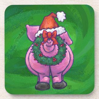 Festliches Schwein in der Weihnachtsmannmütze auf Untersetzer