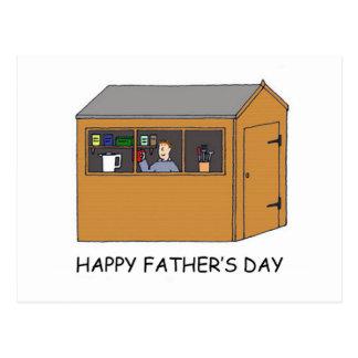 Fête des pères heureuse, homme dans son hangar carte postale