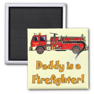 Feuer-Motor-Vati-Feuerwehrmann-T - Shirts und Quadratischer Magnet