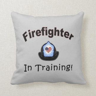 Feuerwehrmann im Training Kissen