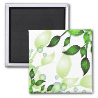 Feuille frais de jardin sur le blanc magnet carré