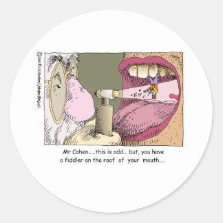 Fiedler auf Dach-lustigen Zahnheilkunde-Geschenken Runder Aufkleber