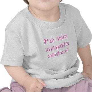 Fille jumelle je suis un plus vieux minute ! t-shirts