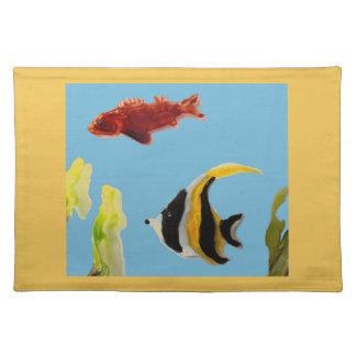Fisch-Kunstschwimmen im Meer Stofftischset