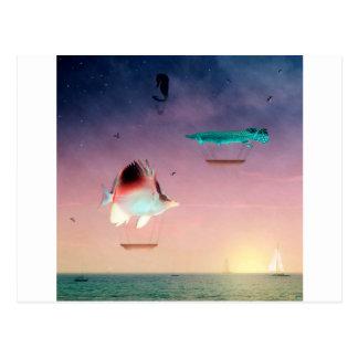 Fische schwimmen gut zwischen Nacht und Tag Postkarte