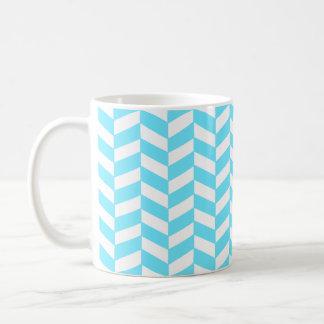Fischgrätenmuster-weißes helles blaues kaffeetasse