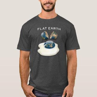"""Flache Erde """"knackte"""" dunklen T - Shirt mit Eiern"""