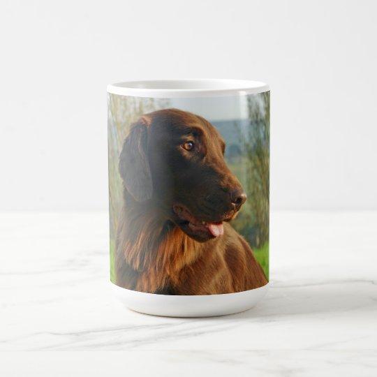 Flacher überzogener RetrieverhundeFotokaffee, Kaffeetasse