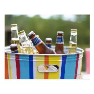 Flaschen Bier im Eiseimer Postkarte