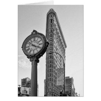 Flatiron Gebäude und Uhr in Schwarzweiss-2 Karte