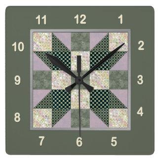 Flecken-Stern-Steppdecken-Block-Lavendel u. Grün Quadratische Wanduhr