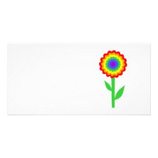 Fleur colorée dans des couleurs d'arc-en-ciel carte avec photo