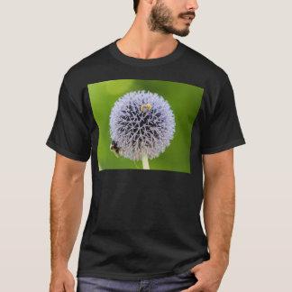 fleur d'allium dans le jardin t-shirt