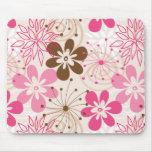 Fleurs abstraites brunes et roses mignonnes de res tapis de souris
